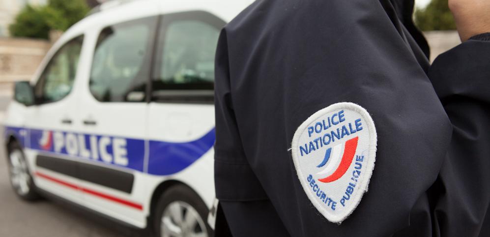 Les policiers ont été blessés au genou pour l'un, aux mains pour les deux autres  (Illustration © DGPN)
