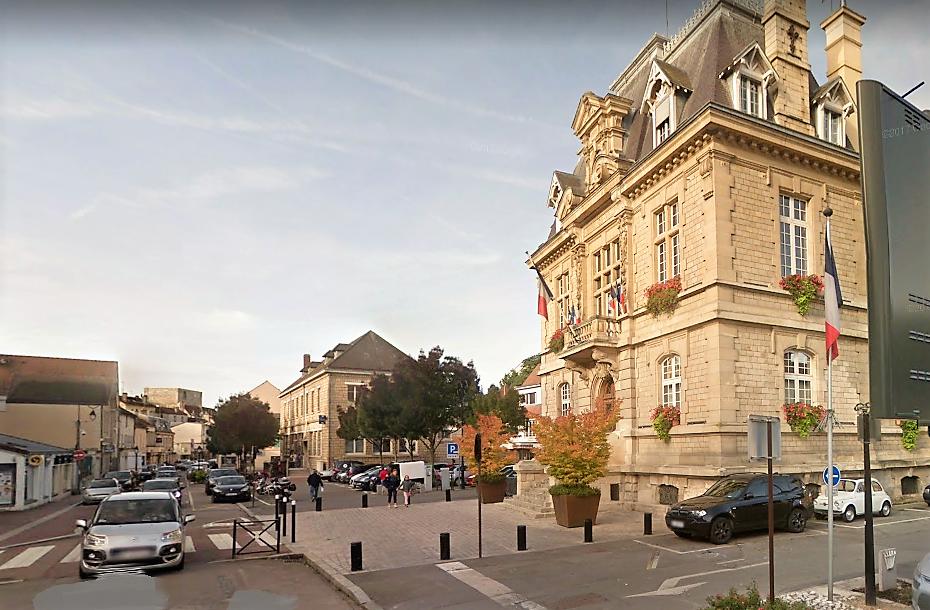 La mairie de Conflans, deux agences bancaires et deux commerces ont été évacués (Illustration © Google Maps)