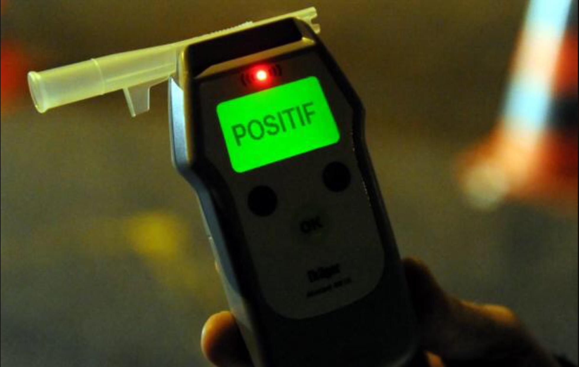 7 heures après les faits et son placement en dégrisement, l'automobiliste avait encore 0,86 g d'alcool dans le sang (Illustration)
