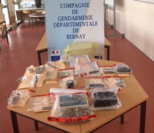 La drogue et le matériel utilisé pour la revente ont été saisis lors des perquisitions