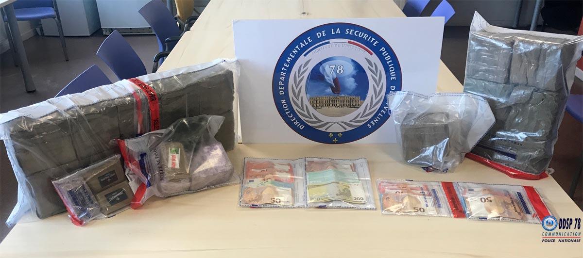 La drogue et l'argent ont été découverts lors de la perquisition effectuée dans un pavillon placé sous surveillance policière (Photo © DDSP78)