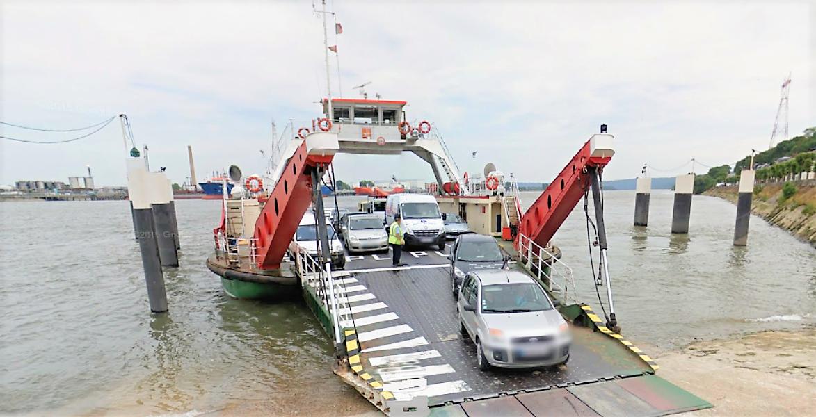 L'actuel passage d'eau permet annuellement à plus de 500 000 véhicules de traverser la Seine