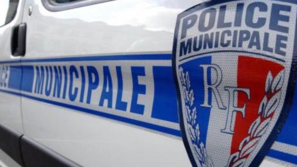 Yvelines : des projectiles lancés sur un bus et une voiture de police municipale