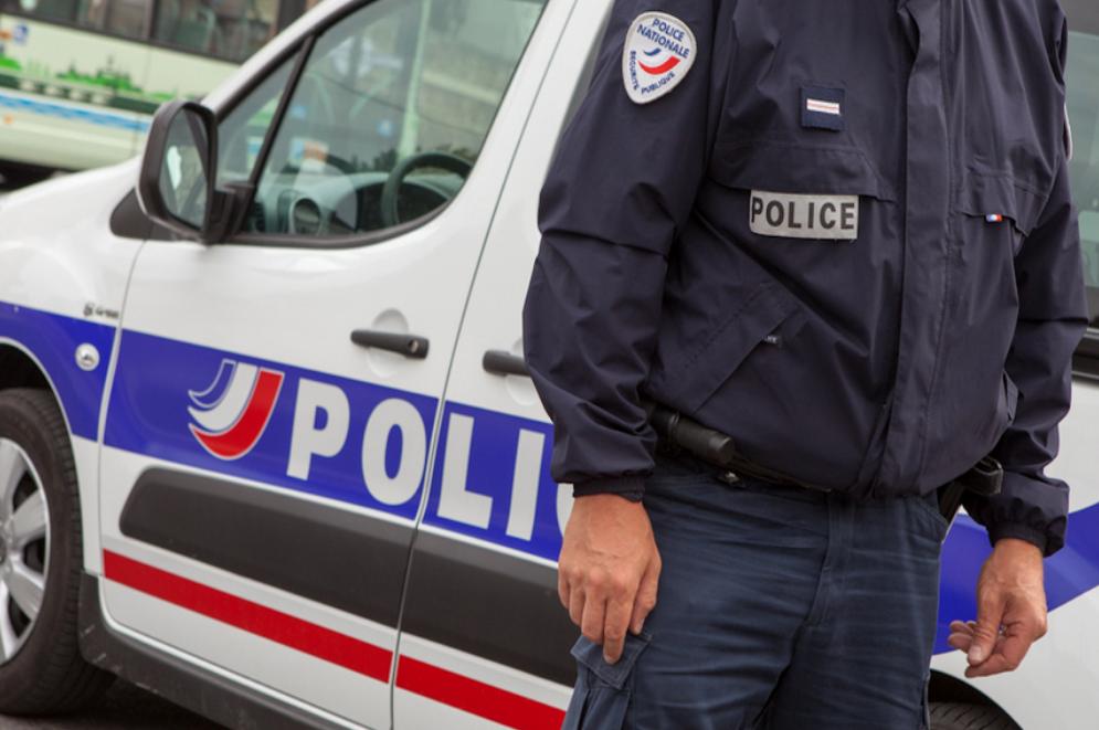 Les deux bagarreurs ont été interpellés par la police et placés en garde à vue au commissariat de Val-de-Reuil (Illustration)