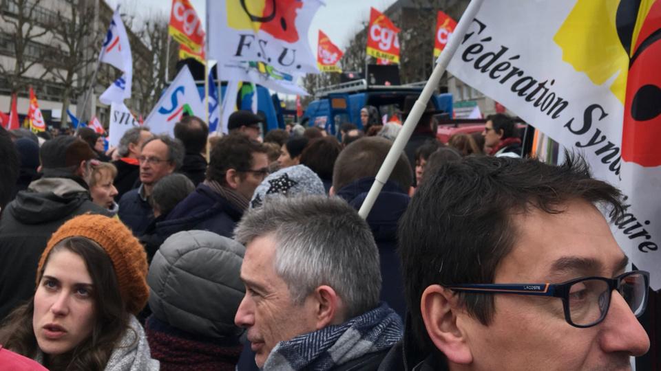 La manif a rassemblé plusieurs milliers de personnes à Rouen (Photo @ SNES-FSU / Twitter)