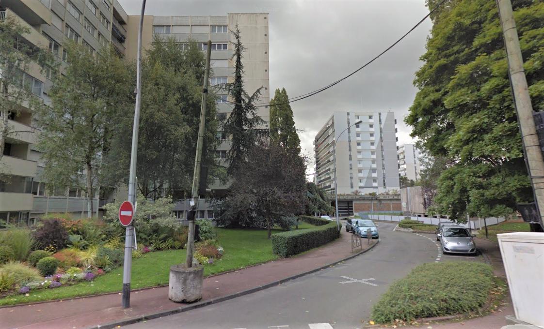 Le quinquagénaire s'est donné la mort en sautant du 5ème étage d'un de ces immeubles (Illustration © Google Maps)
