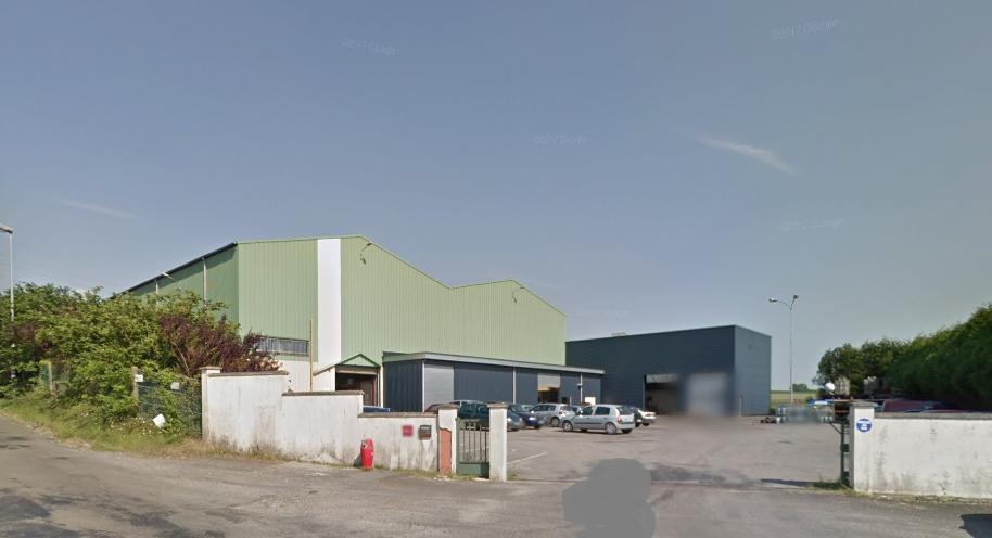 Le feu s'est déclaré dans un bâtiment de production. Son oriogine est ignorée (Illustration © Google Maps)