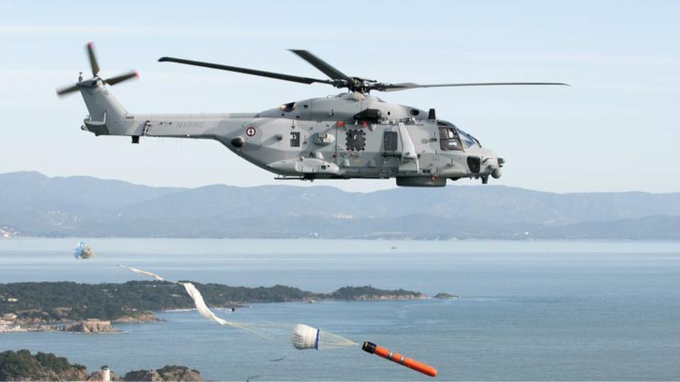 L'hélicoptère de la marine a été dérouté pour porter assistance au plaisancier (Illustration @ Marine)