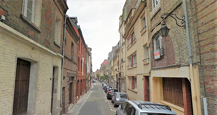 Le père de famille s'est pendu dans les parties communes au 4ème et dernier étage d'un immeuble de la rue Saint-Rémy - Illustration © Google Maps