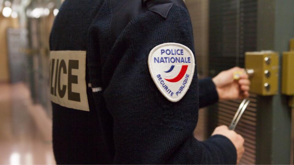 La conductrice en infraction a passé le reste de la nuit en dégrisement et garde à vue au commissariat de Vernon - Illustration @ DGPN