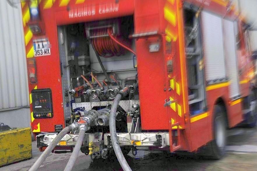 Les pompiers ont engagé deux engins équipés de lances à incendie - Illustration © infonormandie