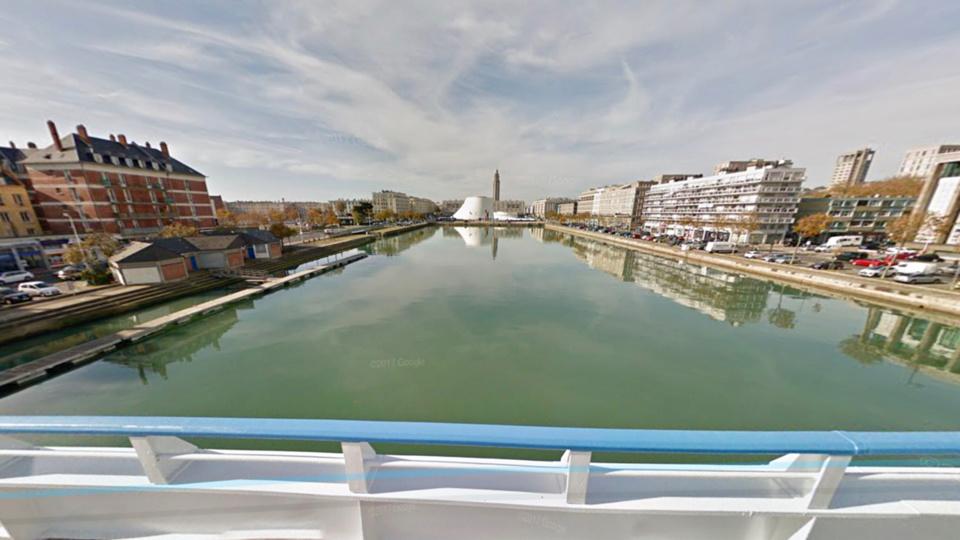 Un témoin a vu un homme se jeter dans le bassin du commerce - Illustration @ Google Maps