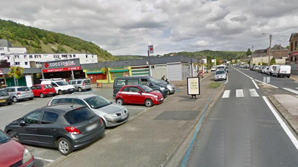 Le magasin Coccinelle implanté dans ce petit centre commercial, route de Lyons, s'apprêtait à fermer - Illustration