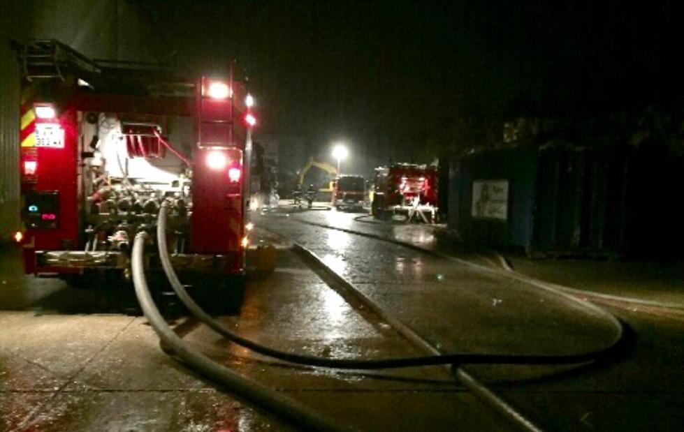 Les moyens déployés par les pompiers de Bernay ont permis d'empêcher la propagation du feu - Illustration