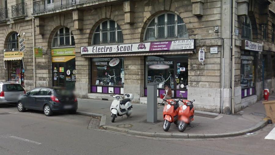 Le scooter était stationné devant le magasin Electro Scoot, qui du Havre à Rouen - illustration © Google Maps