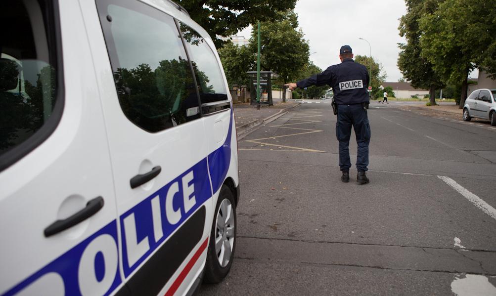 Le motard a esquivé les policiers qui lui faisaient signe de s'arrêter et a pris la fuite - Illustration © DGPN