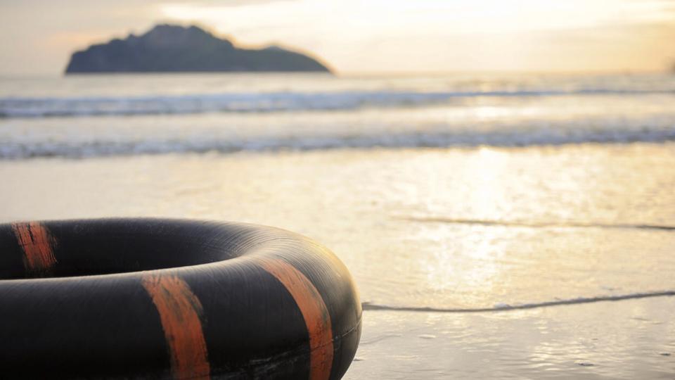 Les bouées pneumatiques dérivaient vers le large emportées par le courant - illustration @Pixabay