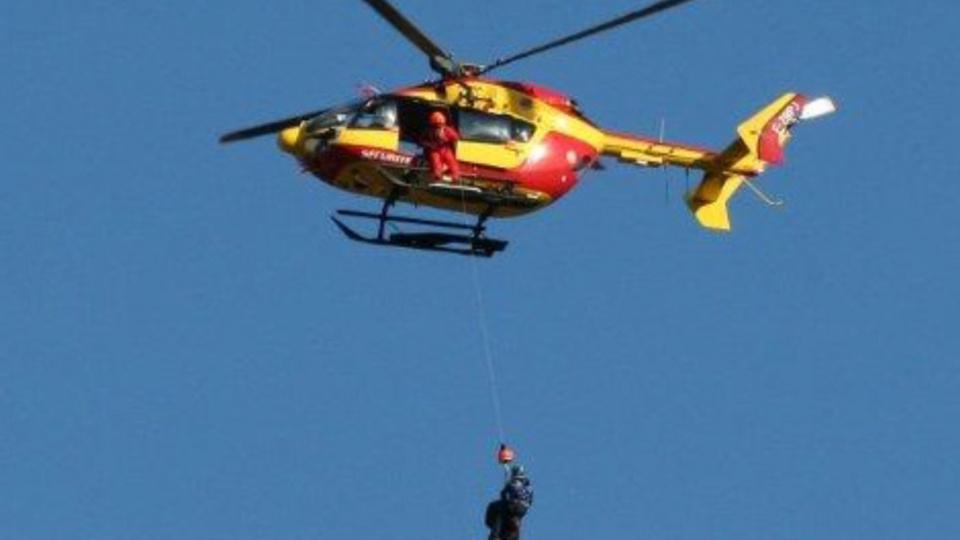 Le plaisancier a été hélitreuillé à bord de Dragon 76 et transporté vers l'hôpital du Havre - Illustration