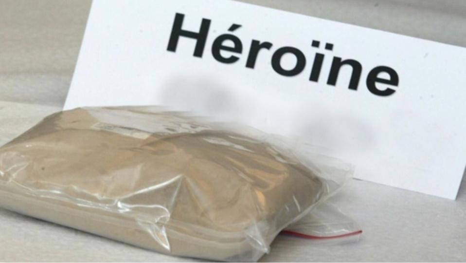 Le stupéfiants, dont 3,800 kg d'héroïne, saisis par les policiers dans l'appartement de deux frères dans le quartier de la Mare Rouge seront détruits - Illustration © DR