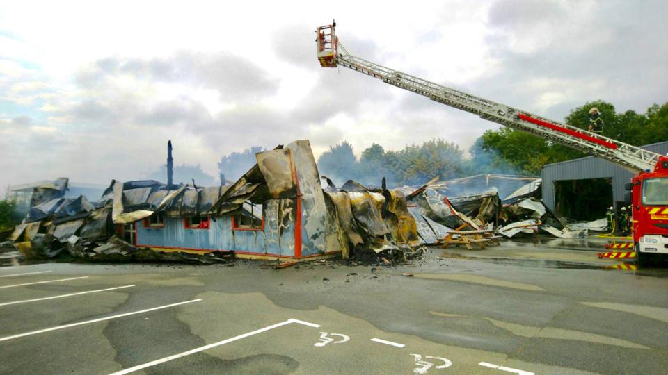 Les sapeurs-pompiers venus de quatre centres de secours ont lutté une partie de la nuit contre l'incendie - Photo © D.R.