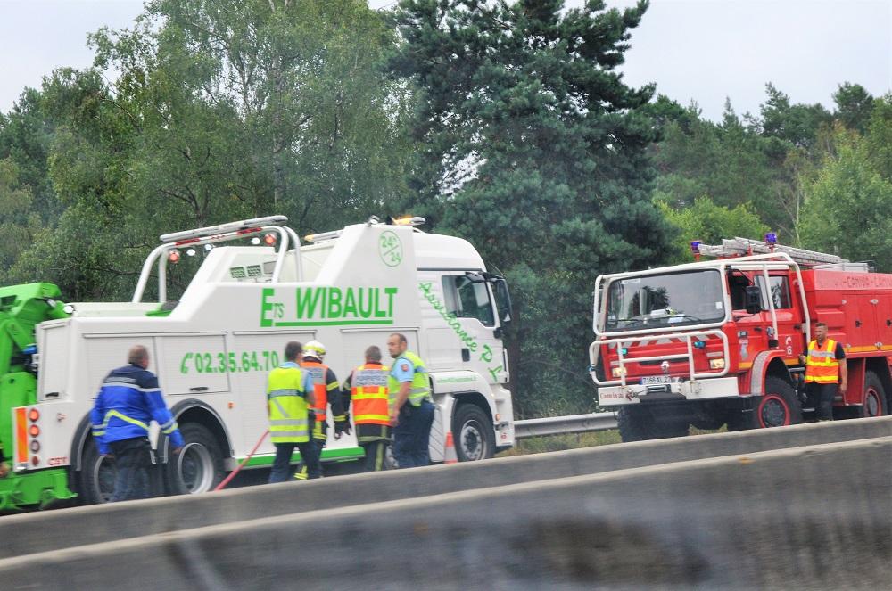 D'importants moyens de secours sont intervenus sur l'incident qui n'a pas fait de blessé - Photo © infoNormandie