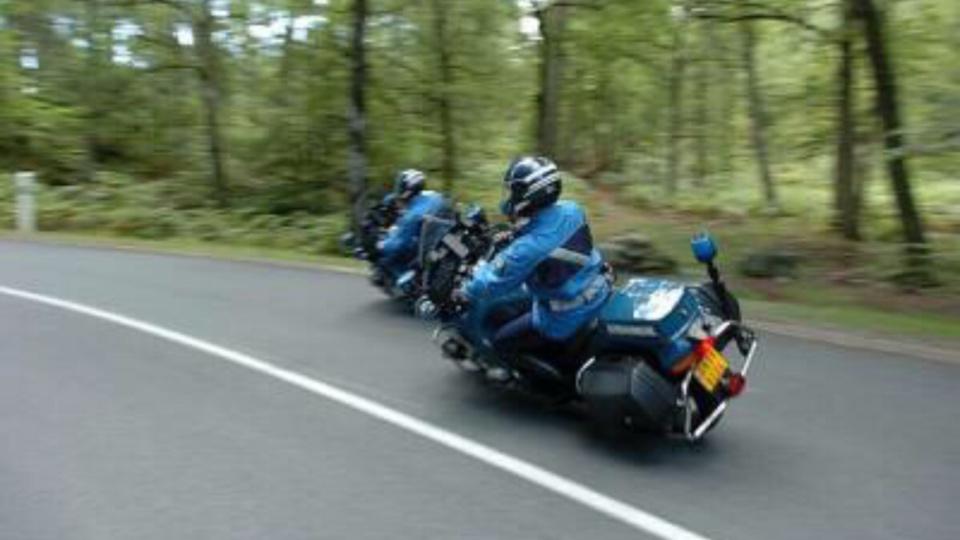 Le motard était lancé à la poursuite d'un automobiliste qui avait forcé un contrôle routier  -Illustration © Gendarmerie
