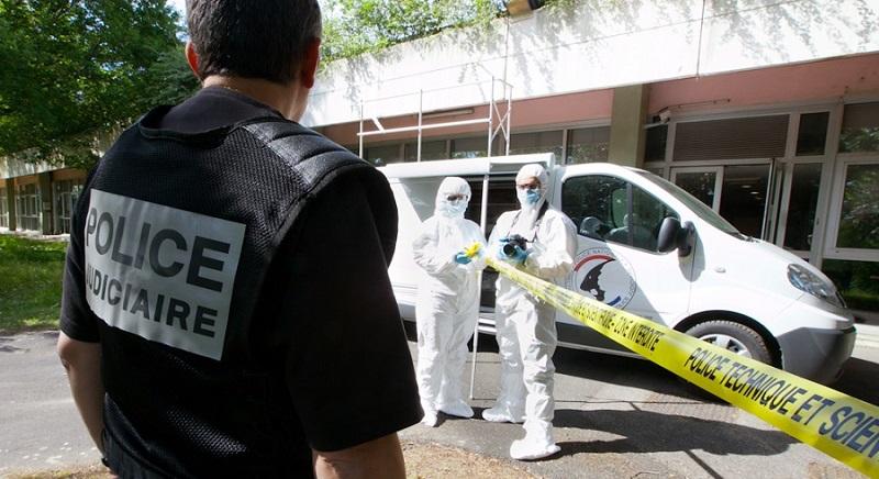 Les techniciens de l'identité judiciaire ont procédé à des prélèvements d'ossements qui seront expertisés par le laboratoire de la police - Illustration © DGPN