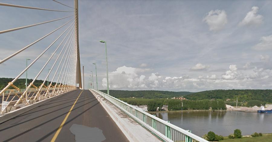 Le corps découvert à Rives en Seine pourrait être celui de l'homme qui a sauté dans la Seine du pont de Brotonne il y a quelques jours - illustration