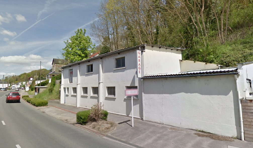 Le garage avant qu'il ne soit entièrement détruit cette nuit par un violent incendie - Illustration © Google Maps