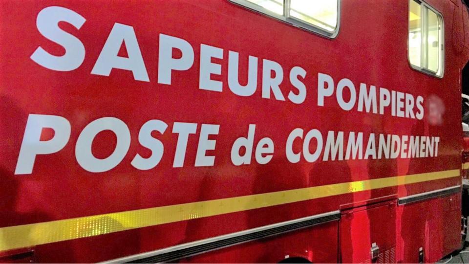 Un poste de commandement a été établi pour assurer l'intervention qui a mobilisé une soixantaine de sapeurs-pompiers - Illustration