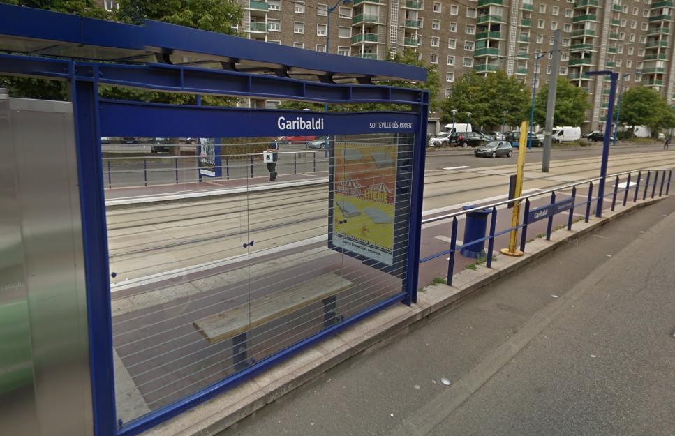 Un témoin a découvert la femme inconsciente à cette station du tramway