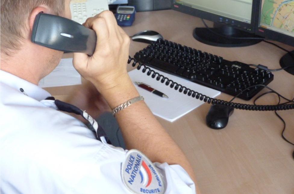 Le standard de Police Secours a reçu plusieurs appels d'automobilistes signalant qu'un engin de terrassement circulait tous feux éteints route d'Orléans - Illustration © DDSP76