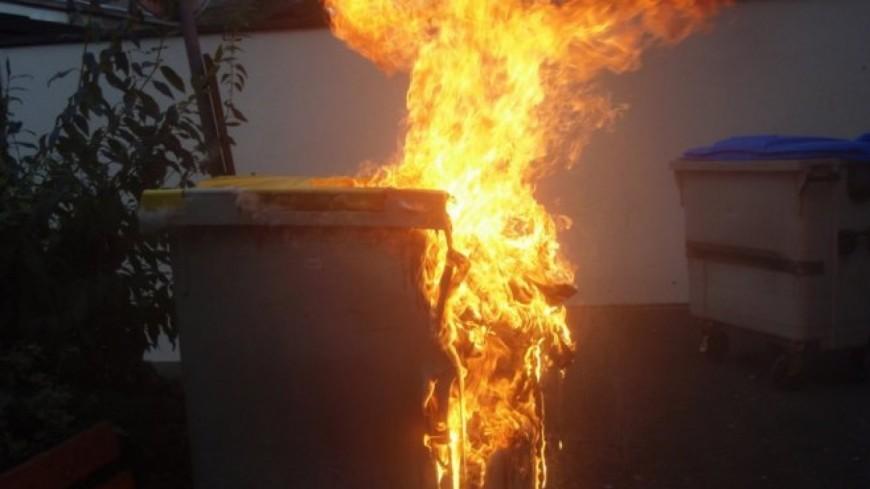 Deux poubelles ont été incendiées à quelques minutes d'intervalle cette nuit à Bihorel - Illustration © D. R.