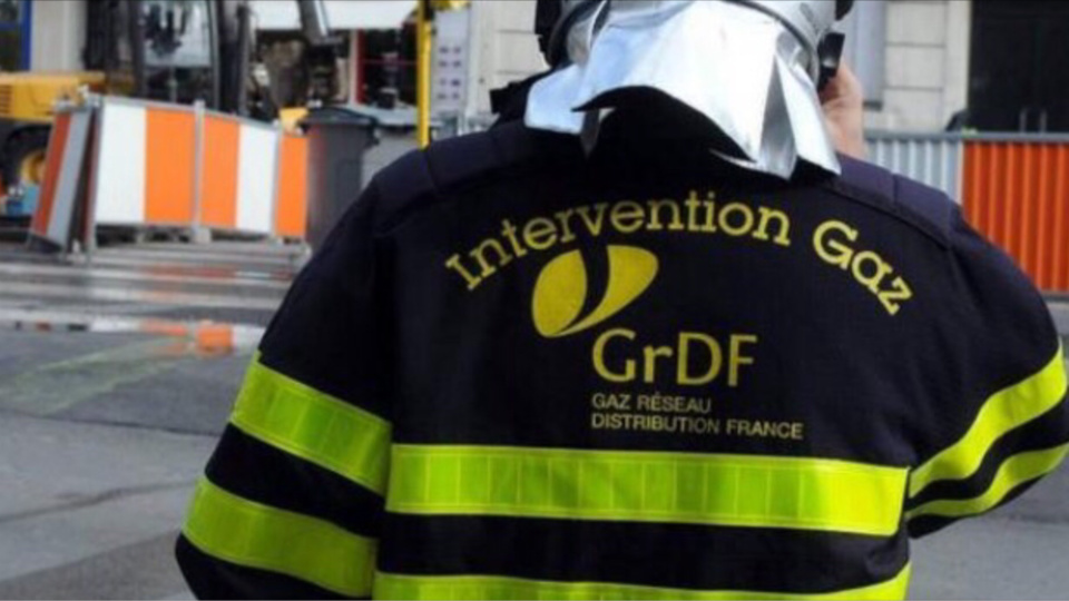 Les techniciens de GrDF sont sur place afin de remettre en état la conduite endommagée - illustration