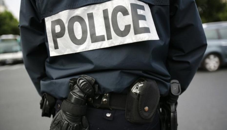 Le jeune homme a fait tomber au sol le policier qui voulait contrôler ses papiers - Illustration