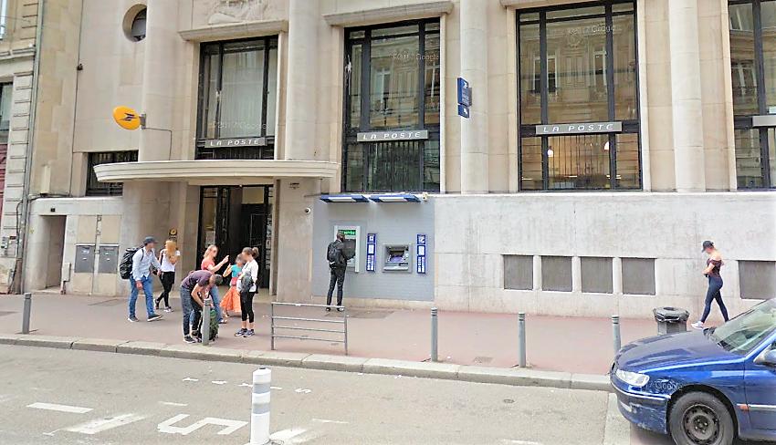 La Poste a été évacuée avant l'arrivée des sapeurs-pompiers - Illustration © Google Maps