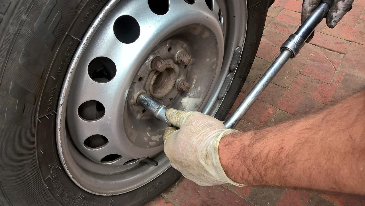 Un pneu a été lacéré sur chacune des 42 véhicules qui ont été la cible des vandales - Illustration © Pixabay
