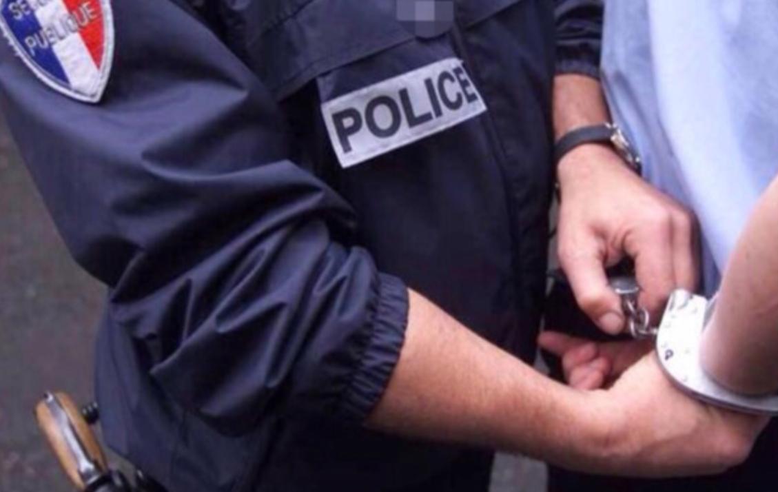 Un jeune de 2: ans a été interpellé après avoir jeté des projectiles sur les forces de l'ordre - illustration