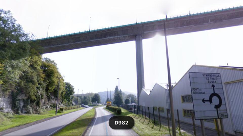 La victime est tombée du pont de Brotonne, son corps a été découvert ce dimanche vers 17 heures sur la chaussée en contrebas - illustration