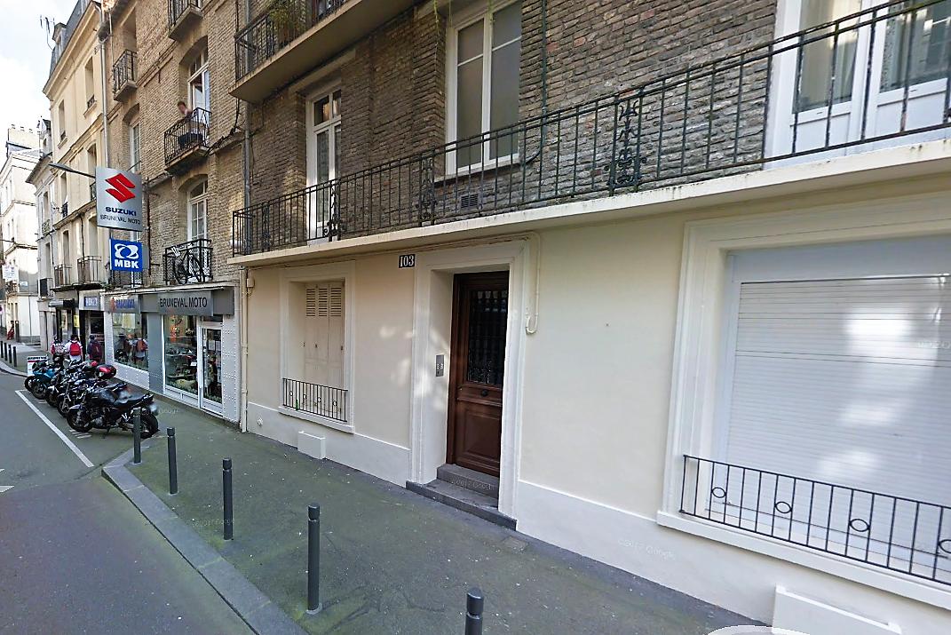 Le cadavre du sexagénaire, décédé probalement depuis au moins un mois, a été découvert dans un appartement au rez-de-chaussée de cet immeuble, rue d'Ecosse  - Illustration © Google Maps