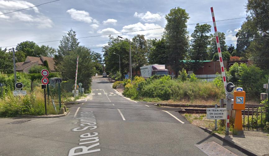 L'homme s'est jeté sous le train au passage à niveau de la rue Saintine  - illustration © Google Maps