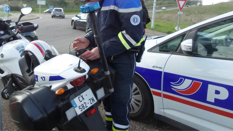 La jeune conductrice a été interceptée parce qu'elle n'avait pas attaché sa ceinture de sécurité - illustration © infonormandie