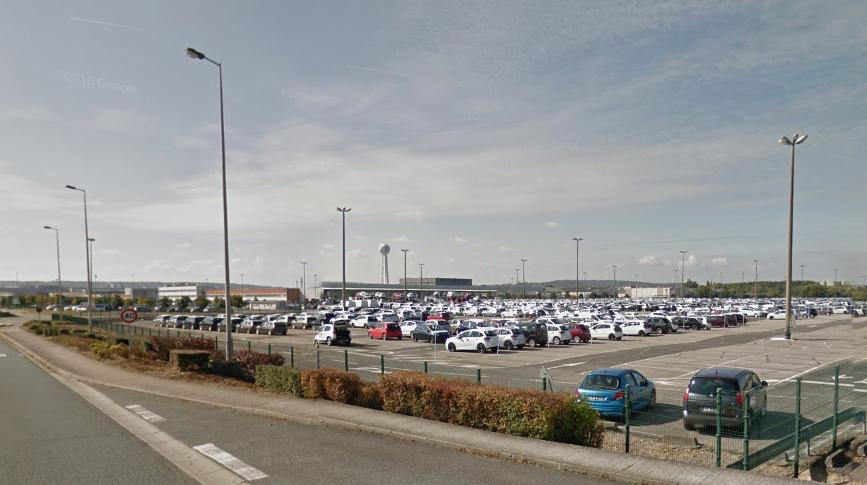 Les véhicules ont été dérobés sur les parcs de l'usine Peugeot et de la société Gefco à Poissy - Illustration © Google Maps
