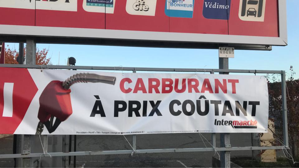 A Pacy-sur-Eure, les carburants étaient à prix coûtant aux pompes de l'hypermarché Intemarché - Photo © Infonormandie