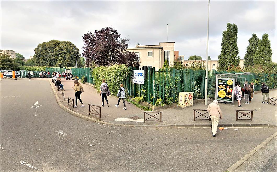 Une centaine de jeunes se sont rassemblés devant le lycée ce jeudi matin. Après quelques échanges violents avec les forces de l'ordre, le calme est revenu - Illustration © Google Maps