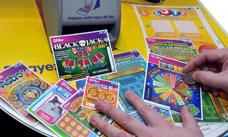 Des centaines de jeux de grattage ont été détournés par l'employée indélicate - Illustration © FDJ