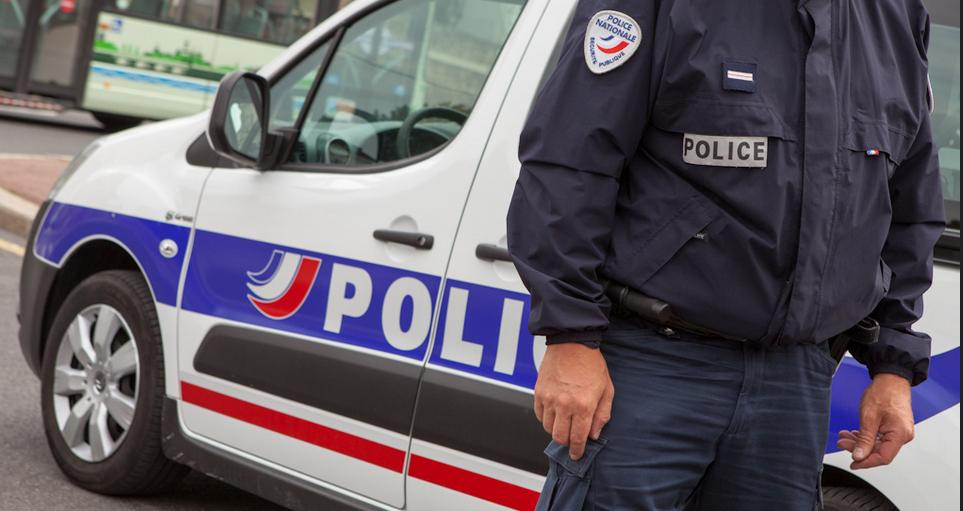 Les trois policiers ont déposé plainte pour violences volontaires - Illustration © DGPN