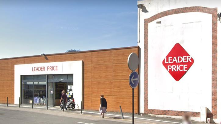 Située en centre-ville, la supérette de proximité est indispensable pour les habitants de la commune, en particulier les personnes âgées  - illustration © Google Maps