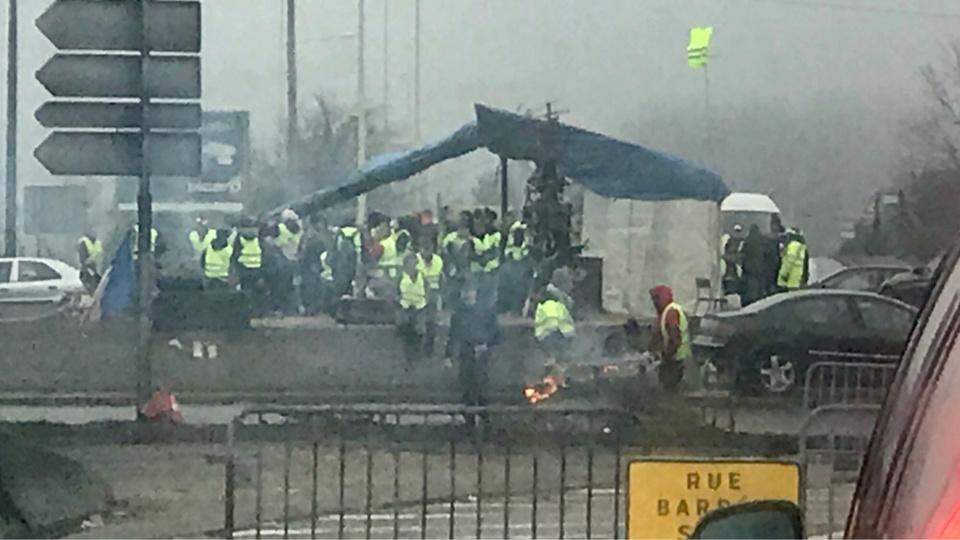 De nombreux incidents se sont déjà produits sur le rond-point des Vaches occupé par les gilets jaunes - Illustration @ infonormandie