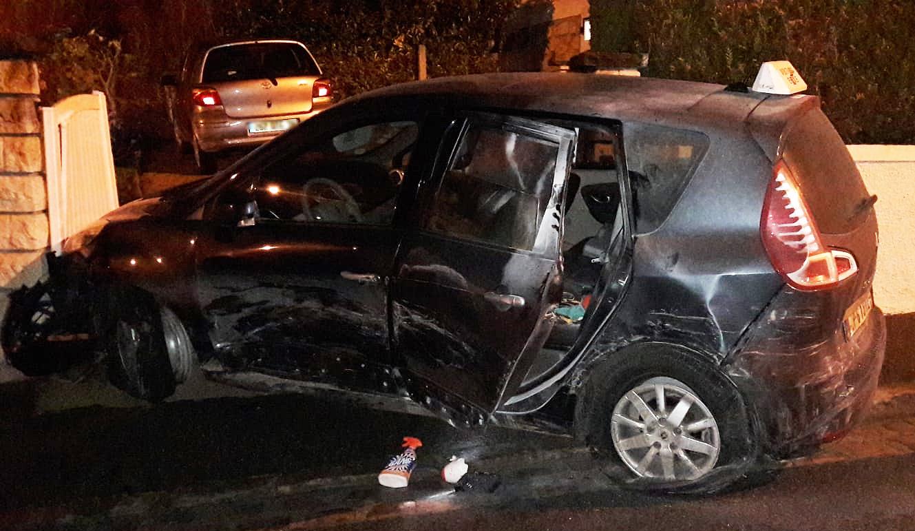 Le Renault Scénic utilisé par les malfaiteurs a été intercepté à Triel-sur-Seine après avoir forcé un barrage de police. Il était signalé volé et faussement immatriculé - Photo © DDSP78